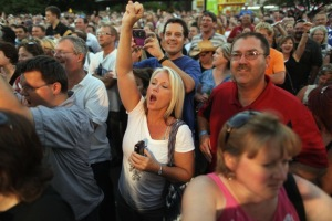 Fairgoers cheer for Sarah Palin Credit: Chip Somodevilla/Getty Images
